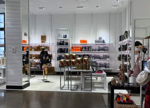 アラモアナセンター ハワイのショッピングセンター ブルーミングデールズ