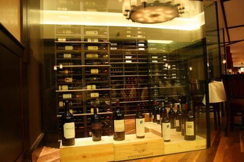 ホノルルのウルフギャング・ステーキハウスのワインセラー