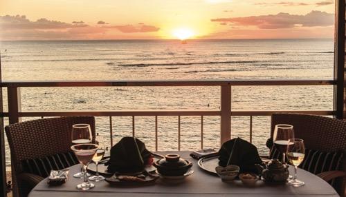 ハワイ カイマナビーチホテル 都レストラン 夕日
