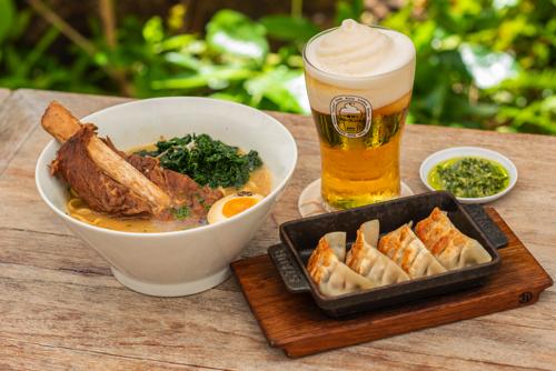 MP1Momosan-Ramen-WaikikiHawaii-WaikikiRestaurant-bar-Japanese4