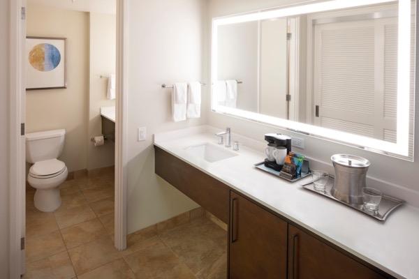 thHHV_Tapa Collection King Partial Ocean Bathroom