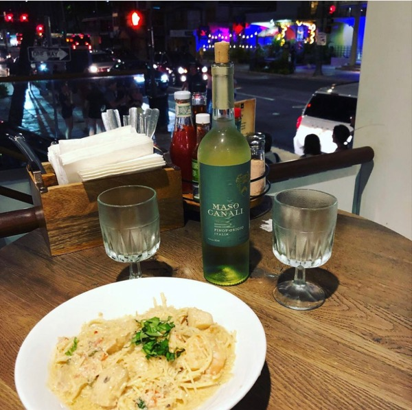 hawaii terrace table waikiki restaurant7th_