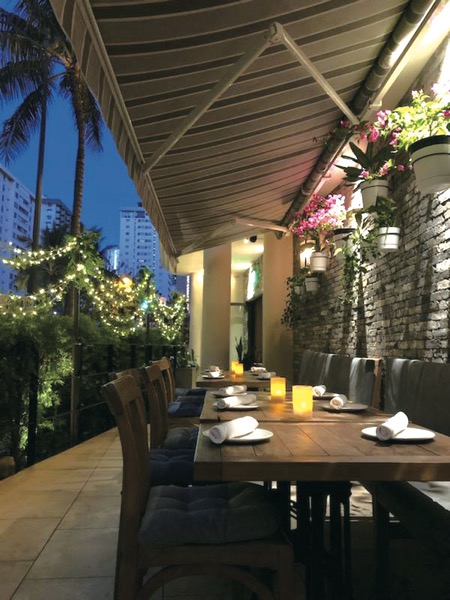 th_PG3_Appetito-Craft-Pizza-Wine-Bar-Hawaii-Waikiki-Restaurant-Italian2